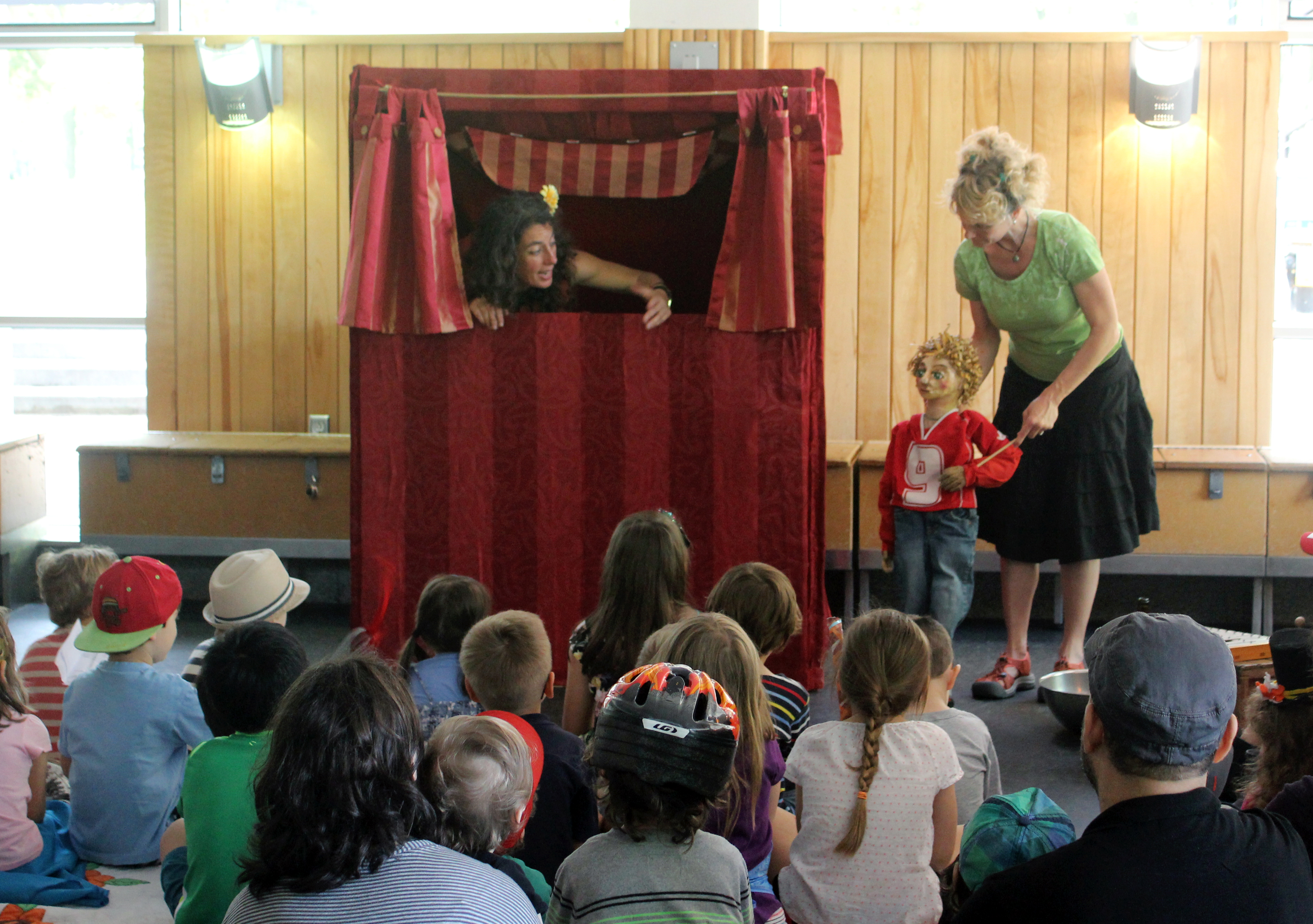 Casteliers sur l'herbe: Puppets for the Whole Family