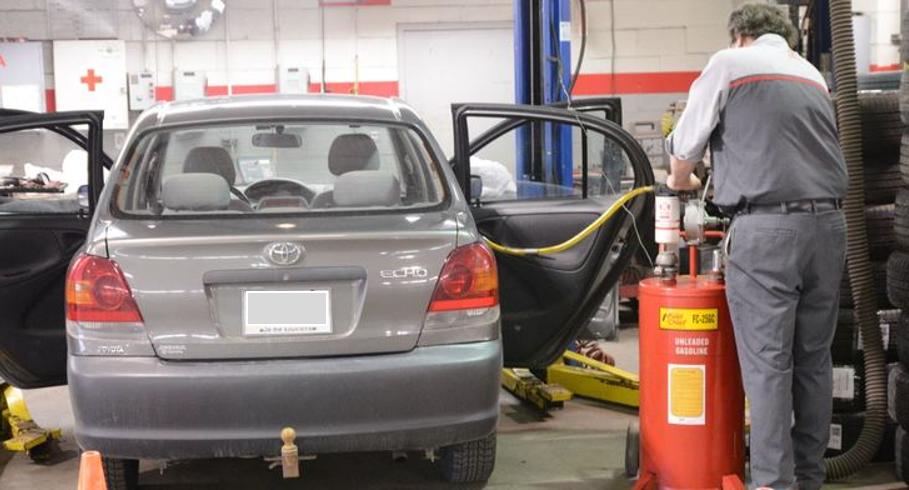 Vider un réservoir d'essence en mécanique ou en carrosserie